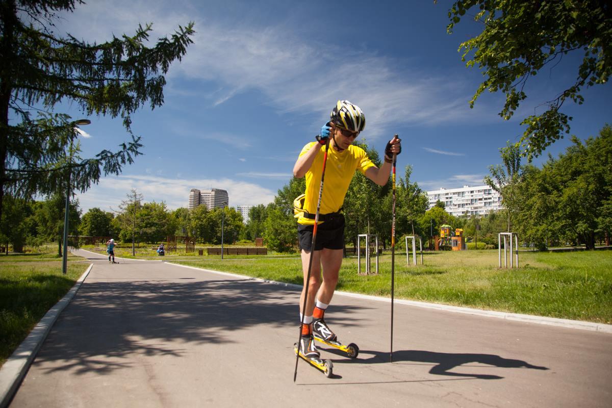 Тренировки на лыжероллерах в летнее время