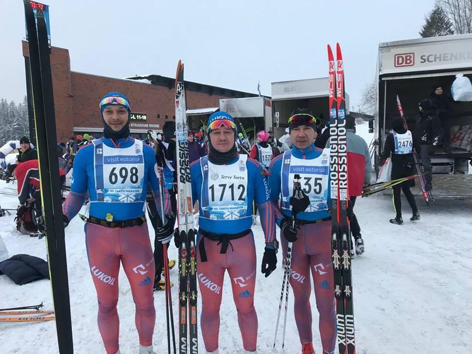 Тренер по беговым лыжам клуба STRELA с командой воспитанников на лыжном марафоне Тарту 2018