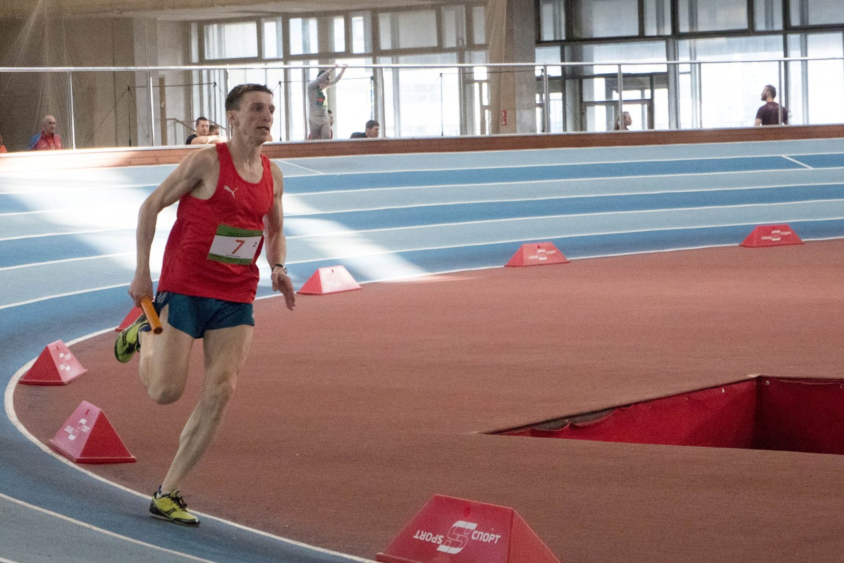Забег Владимира Метелкина в эстафете 4х200м на соревнованиях по легкой атлетике Track&Field #6