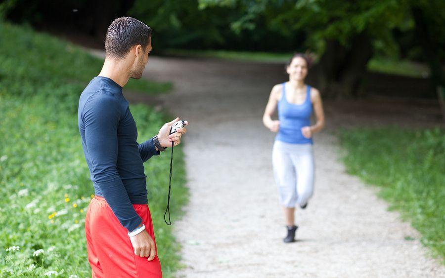 правильно спланированные тренировки помогают похудеть. Бегайте с тренером!