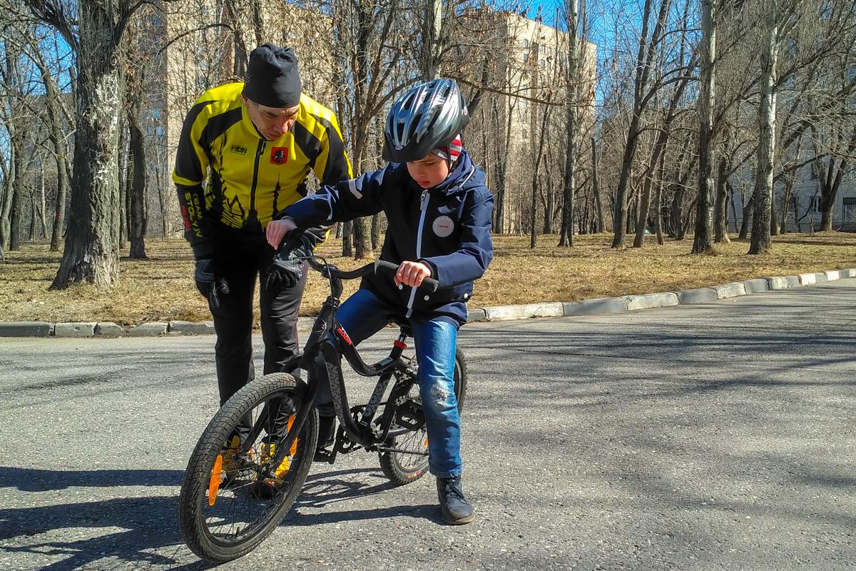 урок езды на велосипеде для мальчика 7 лет