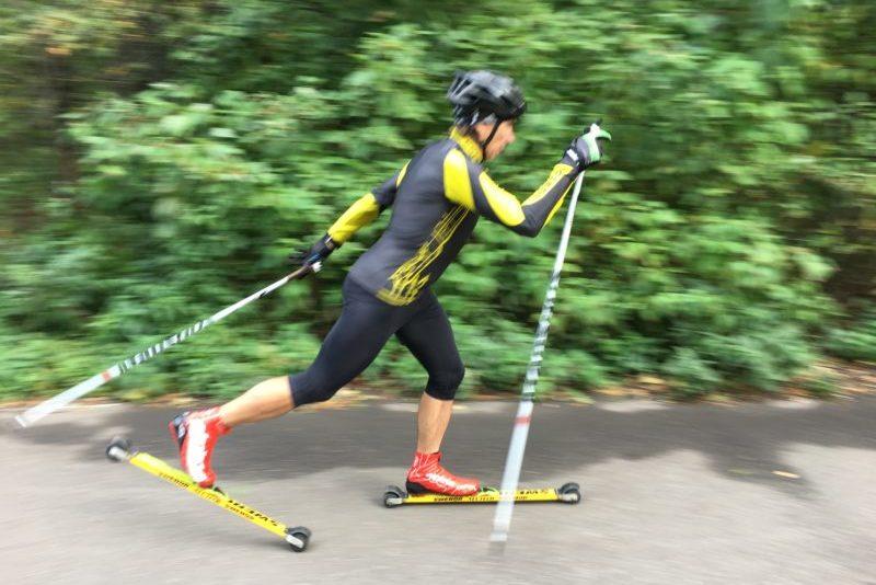 классический попеременный ход на лыжероллерах