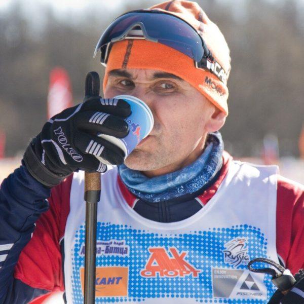 на пункте питания Битцевского лыжного марафона