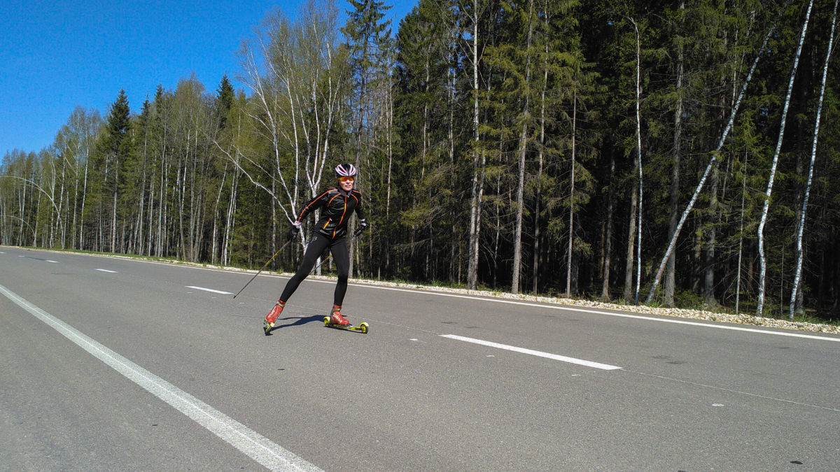 Лыжероллеры: тренировки лыжников летом