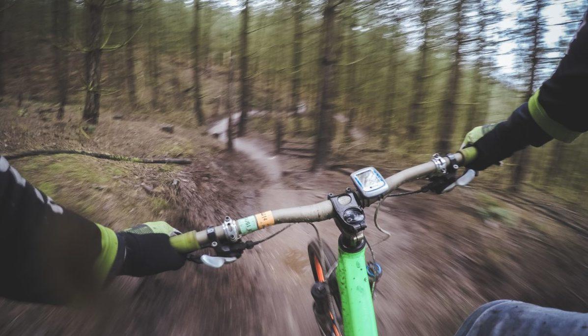 езда на горном велосипеде