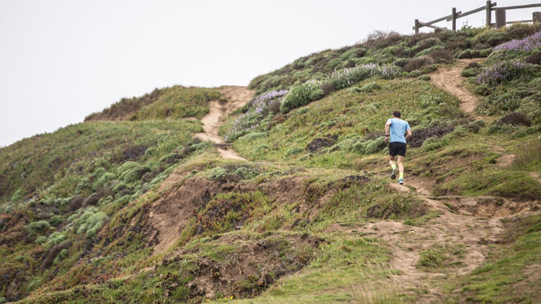 бег в крутую гору